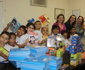 Foto: Doações de materiais escolares e presentes para o Natal feitas da empresa BNI